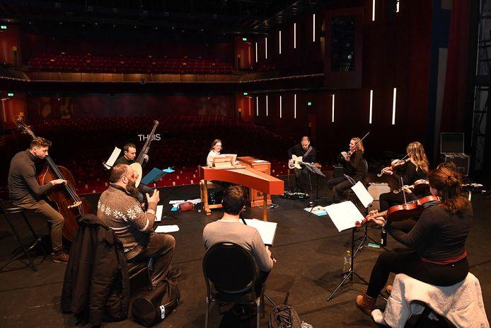 Holland Baroque van de zusjes Steenbrink met gitarist Bart-Jan Baartmans in de schouwburg in Cuijk.