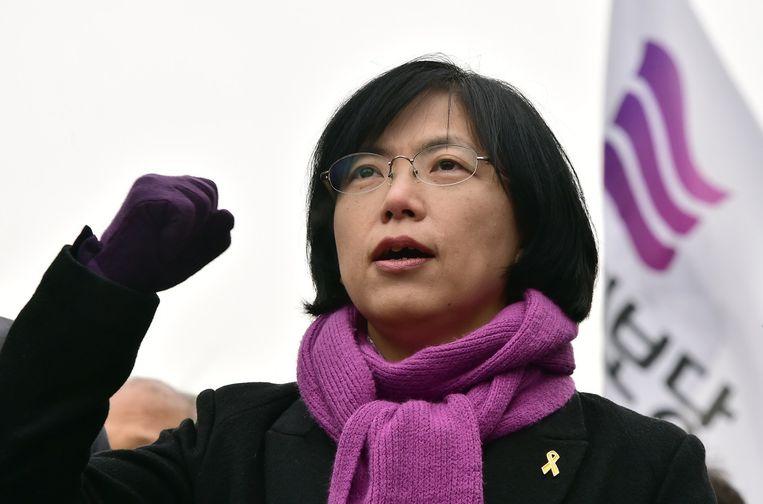 Leider van de VPP-partij Lee Jung-Hee demonstreert met haar achterban tegen het verbod op de partij. Beeld afp