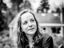 Revalidatiearts Nicole Voet is niet van de gebaande paden en stept twee keer per week van Wageningen naar Arnhem