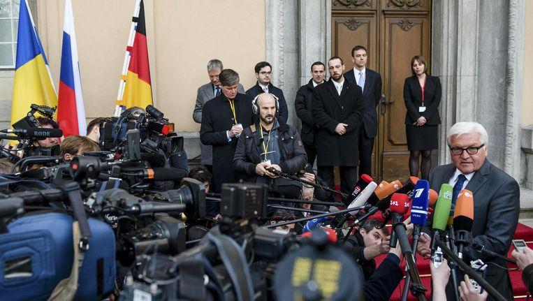Duitse minister van buitenlandse zaken Frank-Walter Steinmeier staat de pers te woord in Berlijn Beeld reuters