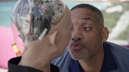 Verleidelijke Will Smith vangt bot bij robot Sophia