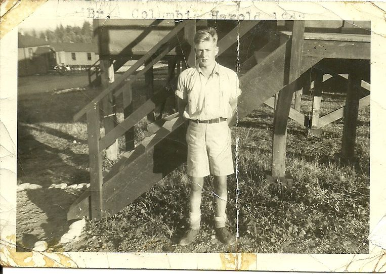 Harold Wilbert Roszell in 1942 in Nanaimo op Vancouver Island. Beeld  Familiearchief Roszell