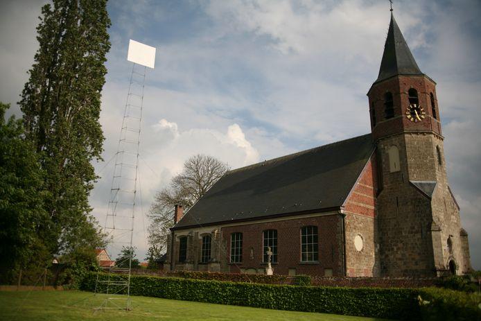 Frederic Geurts bouwde een toren van 12 meter hoog tussen de pastorie en de kerk van Ressegem.