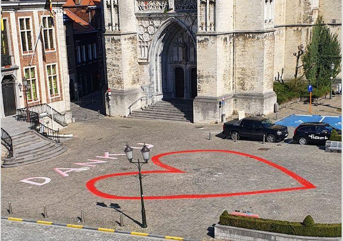 De horeca rond het hart op de Grote Markt krijgen steunen van de stad.
