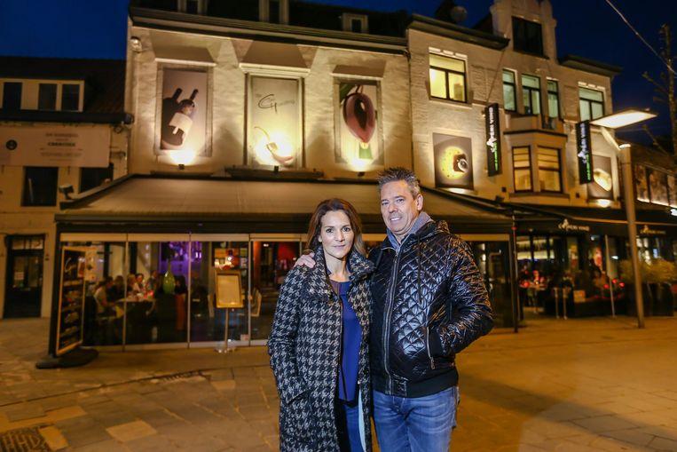 Zaakvoerder Dirk Hendrickx en zijn vrouw op het moment dat restaurant De Goei Goesting dicht ging om plaats te maken voor Unico Gastrobar.