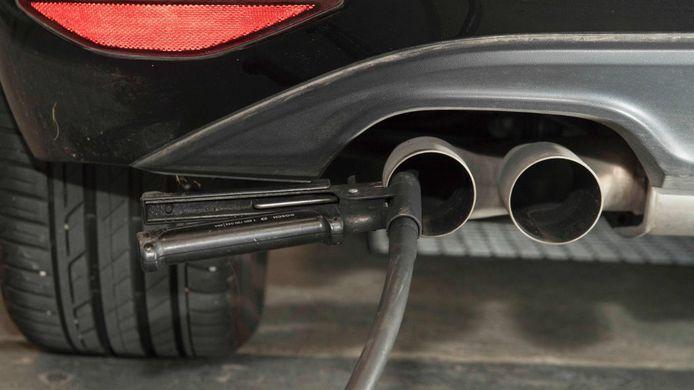 Het gaat de goede kant op met de uitstoot van CO2, vooral door de groei van het aantal elektrische auto's