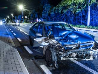 Bestelwagen grijpt man die uitstapt na ongeval in Brakel: slachtoffer in levensgevaar