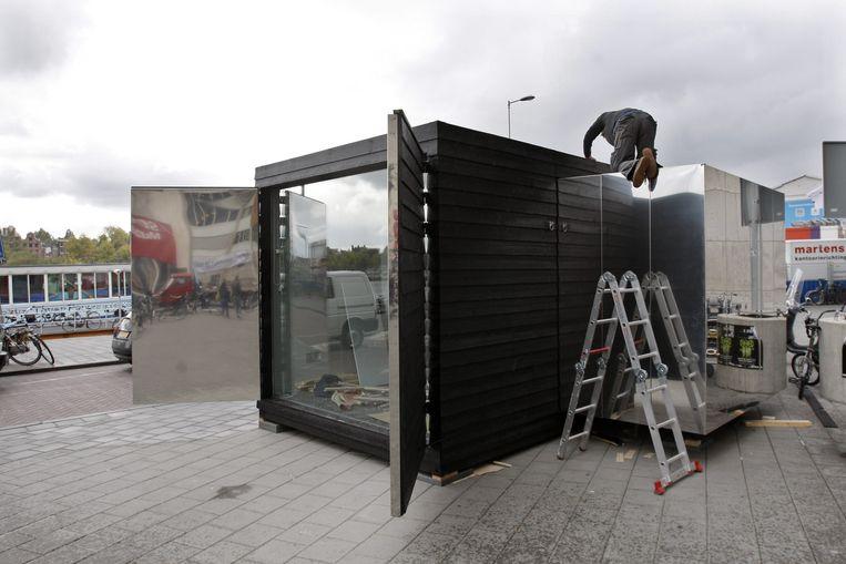 Er wordt nog volop gebouwd aan het Stedelijk. Intussen trekt het museum door de stadsdelen met een kunstkeet. Foto ANP/Rick Nederstigt Beeld