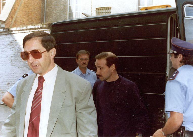 Ex-rijkswachters en gangsters Madani Bouhouche (links) en Robert Beijer frequenteerden dezelfde schietclub als Bonkoffsky: Lion d'Or.  Beeld BELGA