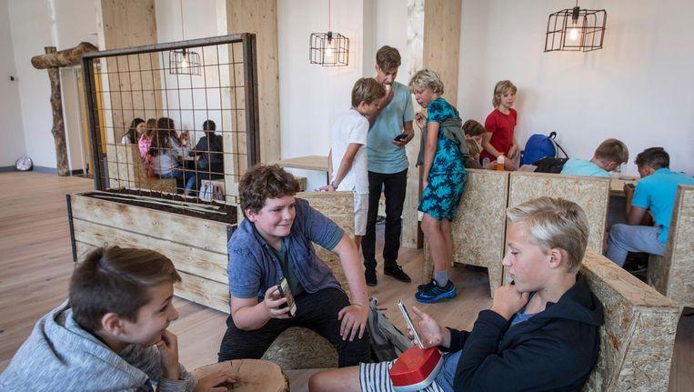 De Amsterdamse Mavo telt 34 leerlingen, verdeeld over twee klassen, en wil langzaam groeien Beeld Dingena Mol
