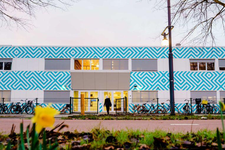 Leerlingen van het Amsterdamse Cornelius Haga Lyceum aan het begin van de schoolweek.  Beeld ANP