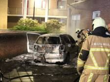 Autobrand in Rijssen aangestoken, link met brand in Holten