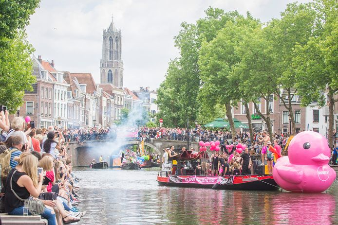 Utrecht kleurt roze tijdens de eerste Canal Pride.