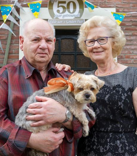 Gouden paar Herman en Aaltje viert voor de vijftigste keer twee feestjes tegelijk