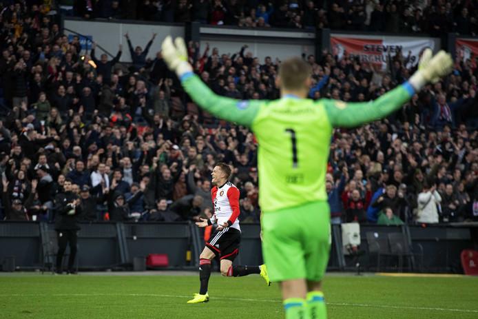 Sam Larsson van Feyenoord heeft de 2-0 gemaakt. Jeroen Zoet van PSV is verslagen.