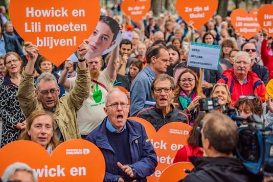 Demonstratie tegen uitzetten Howick en Lilli op de Lange Vijverberg Den Haag.