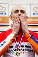 Stef Clement in 2011 in Veendam tijdens de podiumceremonie dat hij voor de vierde keer in zijn wielercarrière Nederlands kampioen tijdrijden is geworden.