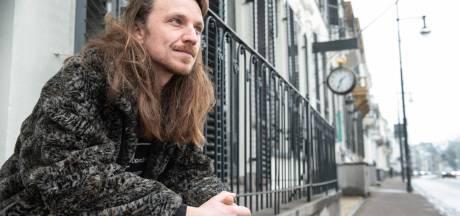 Arnhemse woordkunstenaar doet oproep aan creatievelingen: vertrek en ga naar stad als Nijmegen