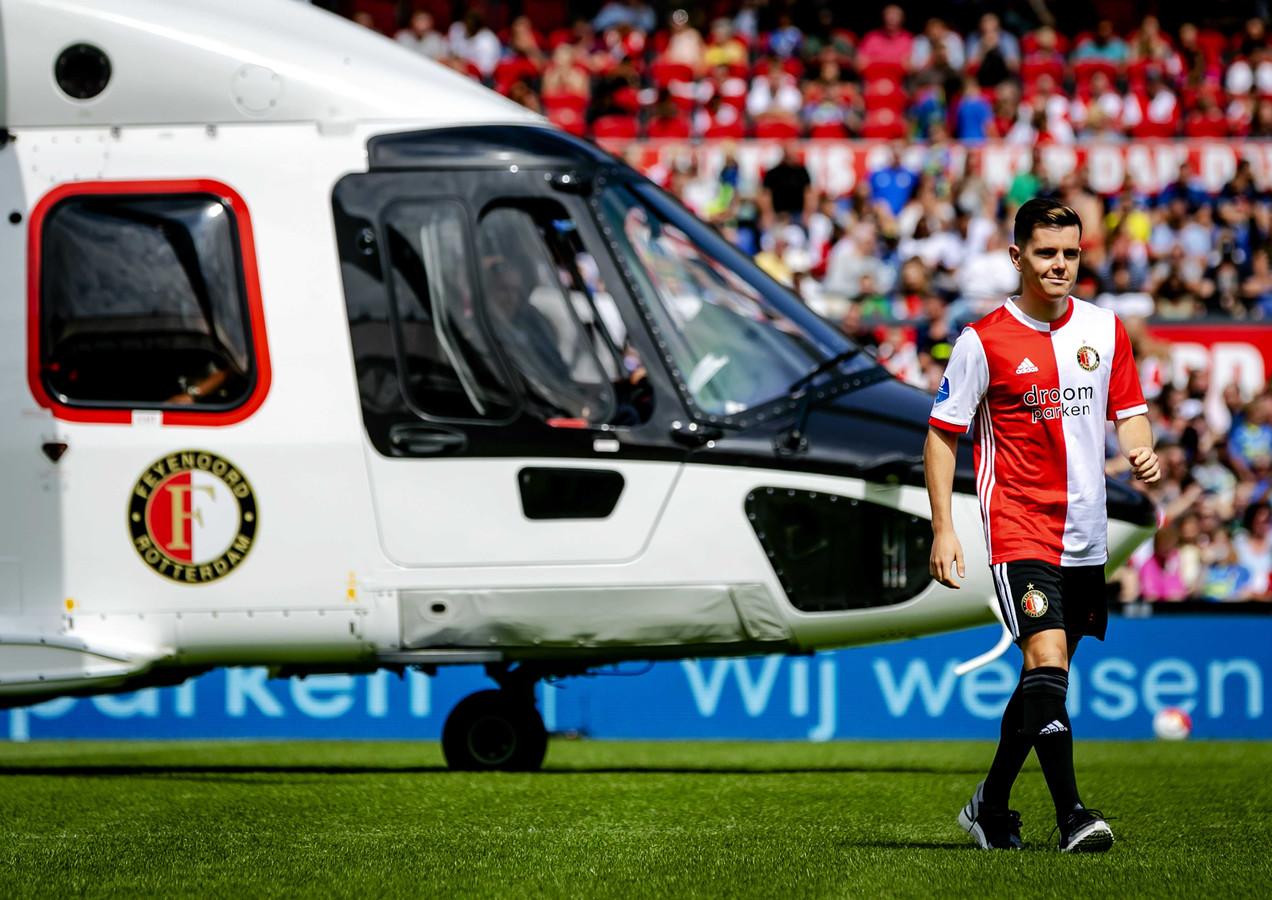 Liam Kelly arriveert per helikopter in de Kuip.
