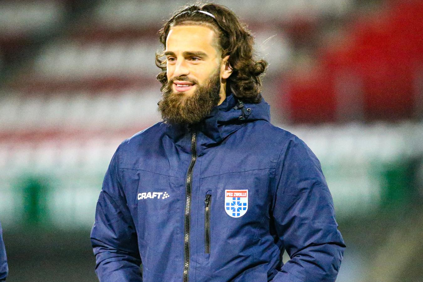 Destan Bajselmani staat in de opstelling van PEC Zwolle, dat zondag speelt tegen ADO Den Haag. De verdediger speelde in oktober voor het laatst in de eredivisie.