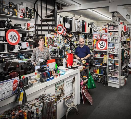 Beppie Roelands en Jan Bachman in Bachman. Tot sluiting in 2016 was het de Winkel van Sinkel van Princenhage.