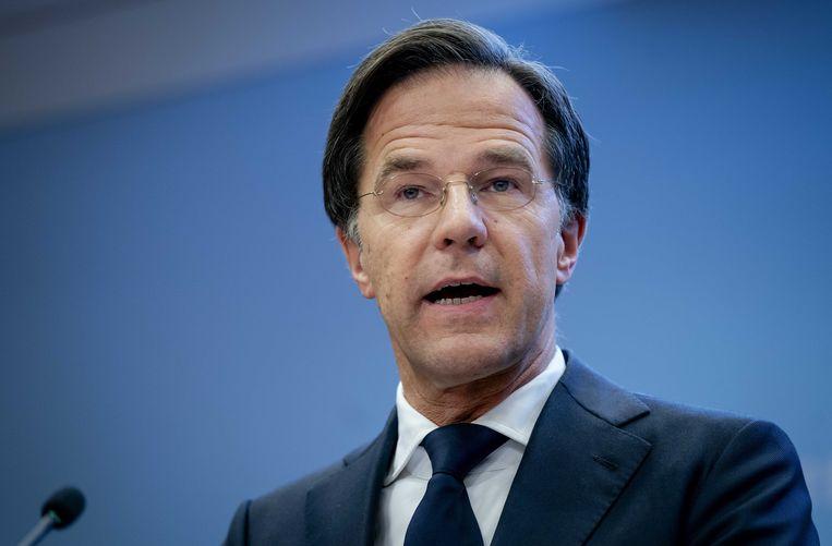 Ontslagnemend premier Mark Rutte voerde strengere coronamaatregelen in in Nederland, hoewel de cijfers er dalen. Beeld ANP