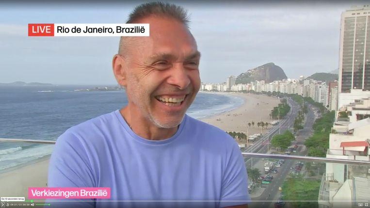 """Freddy De Kerpel gaf vanuit Rio de Janeiro commentaar op Jair Bolsonaro. """"Extreemrechts? Eerder rechtlijnig!"""" Beeld VRT"""