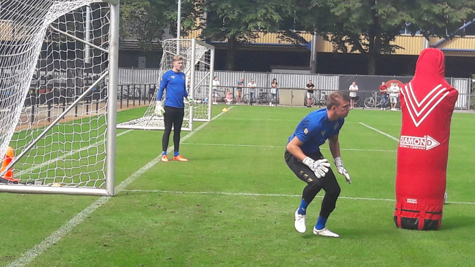 Michael Woud in actie op de training van Willem II.