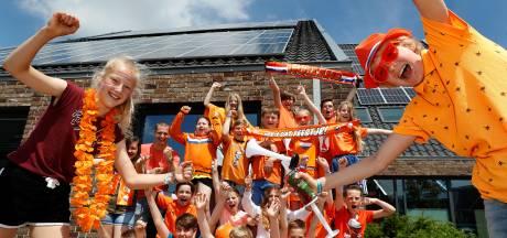 Zevenaarse Oranje Klas analyseert wedstrijd voor het Jeugdjournaal