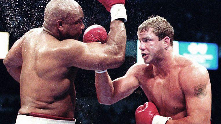 Morrison (r), hier in gevecht met George Foreman, speelde een rol in 'Rocky V'. Beeld belga