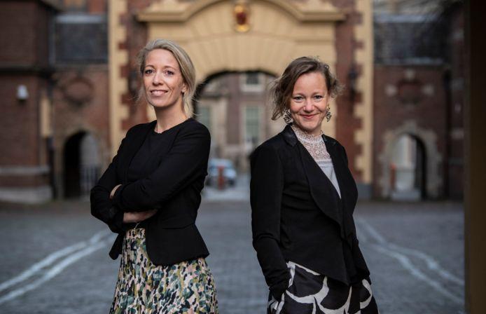 Marieke Visser (l) en Ody Neisingh, schrijvers van het kinderboek Mama is minister-president.