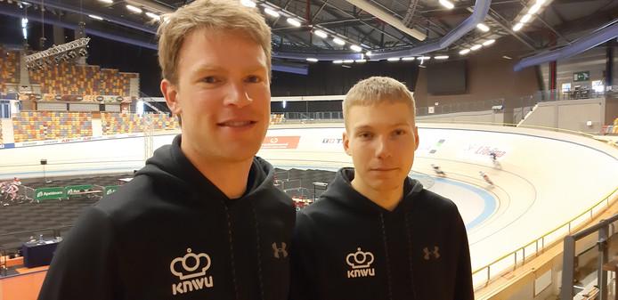 Patrick Bos en Tristan Bangma, bronzen medaillewinnaars op het WK Paracycling in Apeldoorn.