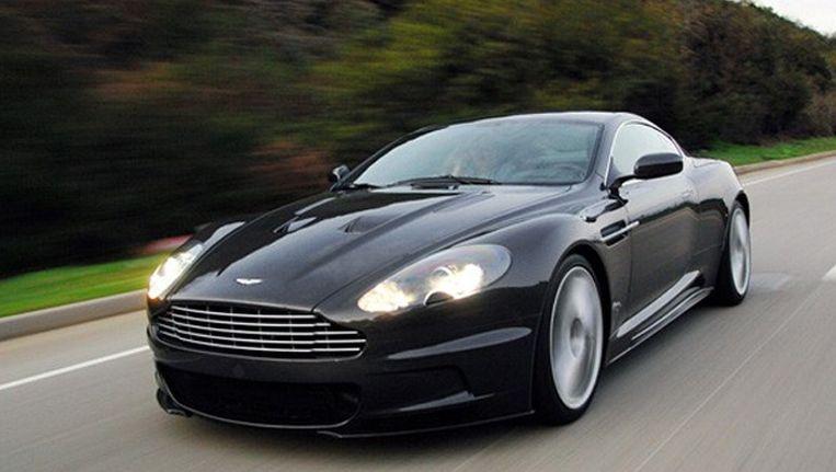 Onder andere deze Aston Martin uit de Bondfilm 'Quantum of Solace' gaat onder de hamer. Beeld UNKNOWN