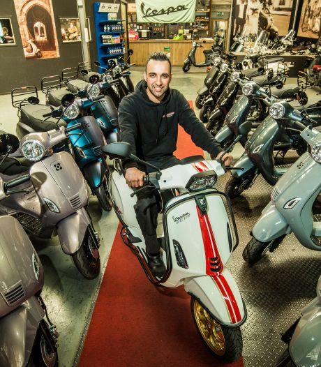 Eindelijk! Er worden in Enschede weer scooterexamens afgenomen en dat is een lichtpuntje voor de jeugd en de winkeliers