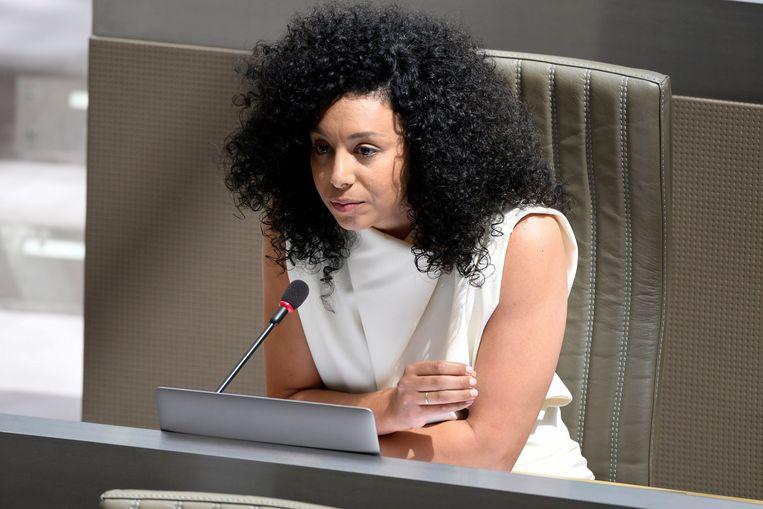 Sihame El Kaouakibi ( Open Vld ) in het Vlaams parlement. Beeld Photo News