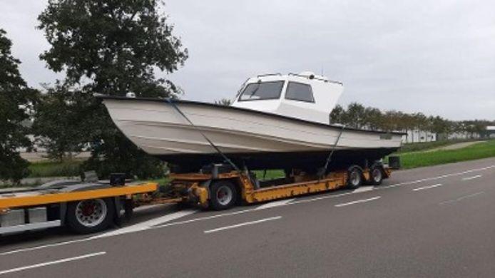De motorboot waarin de drugs werd gevonden, werd in beslag genomen.