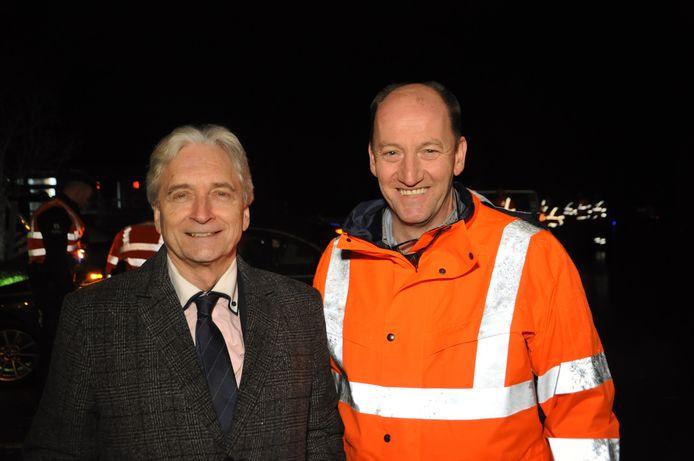 Waarnemend gouverneur Didier Detollenaere en burgemeester van Eeklo Luc Vandevelde (SMS) aan de alcoholcontrole langs de N9 in Eeklo.