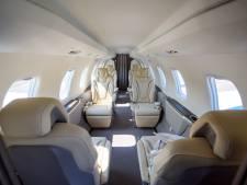 Dit luxe zakenvliegtuig kost een kleine 10 miljoen en is voor het eerst in Brabant