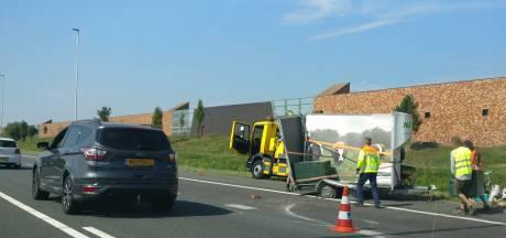 File op de A73 bij Nijmegen door geschaarde aanhanger bij Beuningen