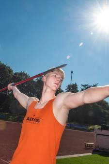 Atleet Jip laat zijn voeten met hamer en beitel verbouwen: 'Nu kan er nog wat aan worden gedaan'