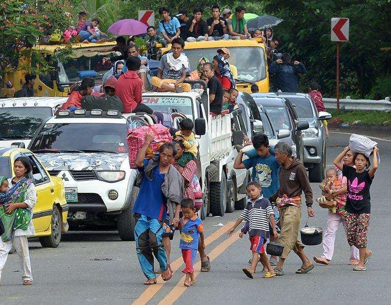 Inwoners vluchten uit de stad. Beeld AFP