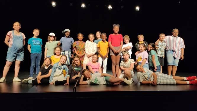 Vierdejaars De Kleine Wereld debuteren op het grote podium van Cultureel Centrum Asse