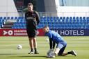 Ruud Hesp en doelman Jeroen Zoet tijdens het trainingskamp in Doha.