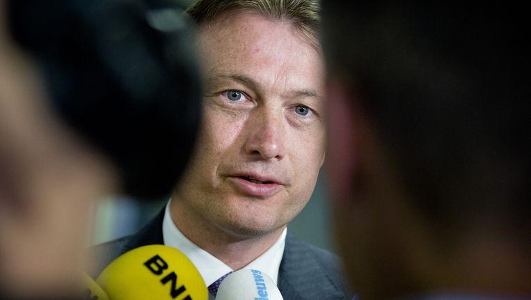 Halbe Zijlstra (VVD) verlaat het ministerie van Financien na afloop van een gesprek met het kabinet over de hervorming van de belastingen. Beeld anp