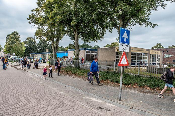 Het huidige gebouw van De Sprong in Wanroij is ruim vijftig jaar oud. Er komt een nieuw schoolgebouw en ruimte voor woningen.