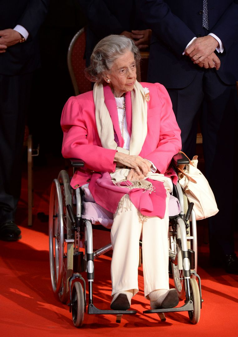 Belgium's Queen Fabiola attends a church service at the St. Gudule cathedral in Brussels on Sunday, July 21, 2013. Belgium's King Albert II was set Sunday to relinquish the throne in a concession to his age and health, paving the way for his eldest son to become the country's seventh monarch. (AP Photo/Geert Vanden Wijngaert) Beeld AP
