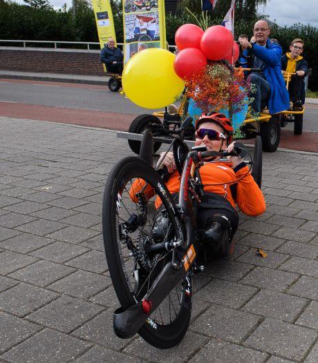 Paralympisch kampioene Jennette Jansen opnieuw gehuldigd in Westerhaar: 'Dit voorkomt het zwarte gat'