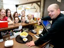 Cafetaria Marco in Werkendam na gedwongen sluiting weer open: 'Eindelijk'