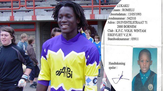Links een jonge Romelu Lukaku aan het werk in een schoolvoetbaltornooi, rechts zijn eerste aansluitingskaart bij Wintam.