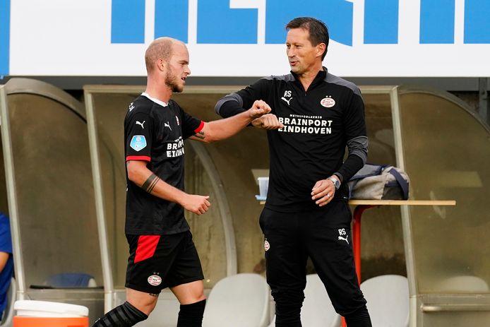 Jorrit Hendrix en trainer Roger Schmidt van PSV.